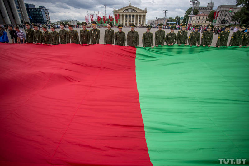Sel I Narisoval Kak V 1995 Godu Bchb Flag Smenili Na Krasno
