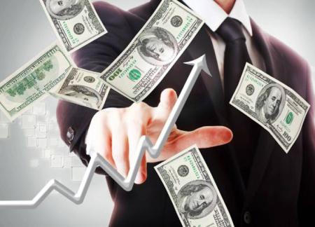 Доллар продолжает расти, а российский рубль с ходу потерял больше копейки