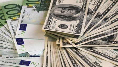 Доллар и евро немного подешевели