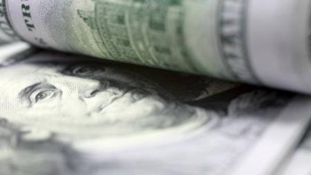 Торги 14 апреля: доллар с ходу потерял почти 2,5 копейки
