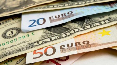 На старте торгов доллар потерял больше 1,5 копейки и опустился ниже 2,6 рубля