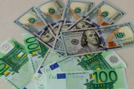 Курсы валют 9 июня: доллар и евро резко сбросили больше 2 копеек