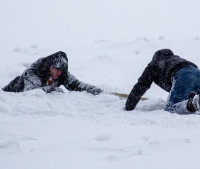 Картинки по запросу помощь при зимней рыбалки провалился под лед